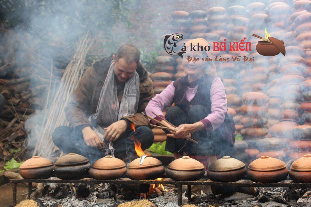 Nhiều người nước ngoài cũng trực tiếp về làng Vũ Đại để trải nghiệm món cá kho