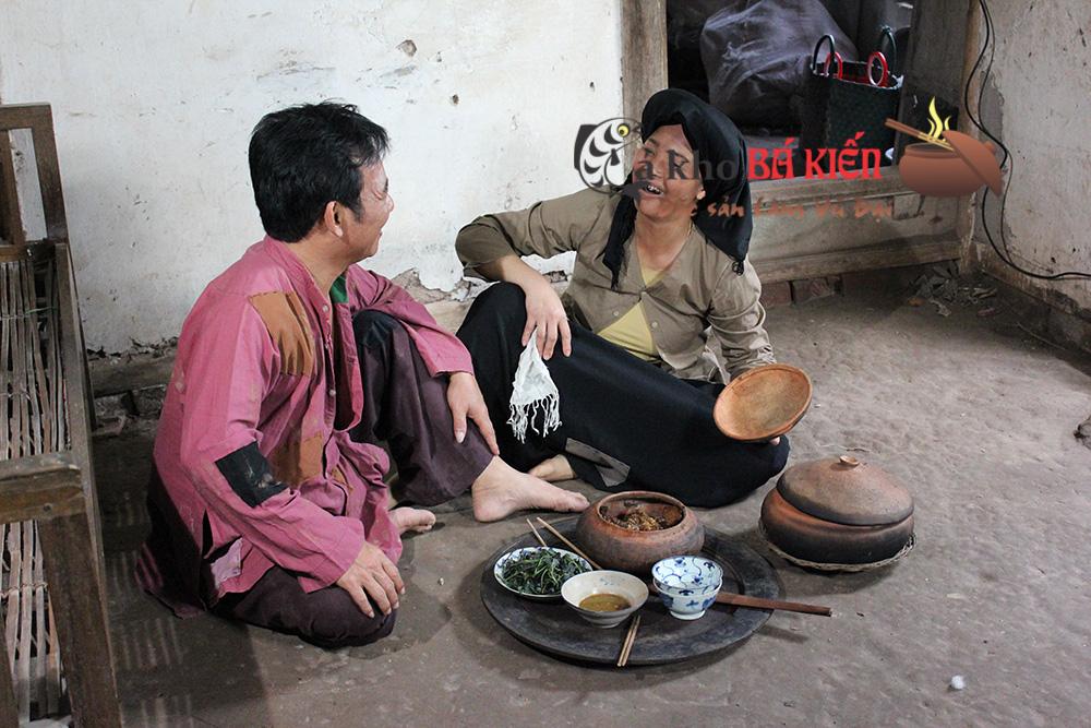 Nghệ sĩ Quang Tèo vai Chí Phèo rất mê món cá kho Bá Kiến của làng Vũ Đại