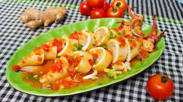 Mực ống nhồi thịt sốt cà chua đậm đà hấp dẫn cực ngon cho bữa ăn hằng ngày